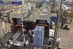 Alvey 910 palletizers get the Halos clementines ready to go to shipping